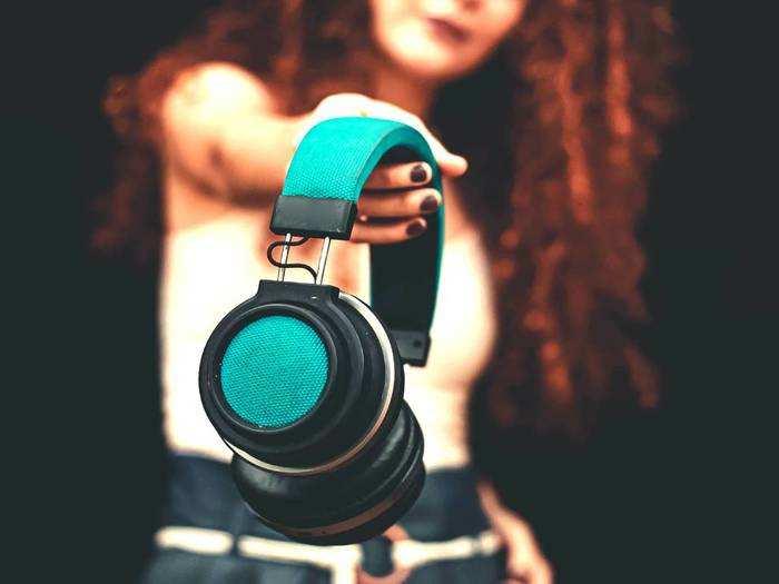 Best Selling Bluetooth Headphones : सिर्फ ₹1,499 के शुरूआती कीमत पर खरीदें ब्रांडेड Bluetooth Headphones
