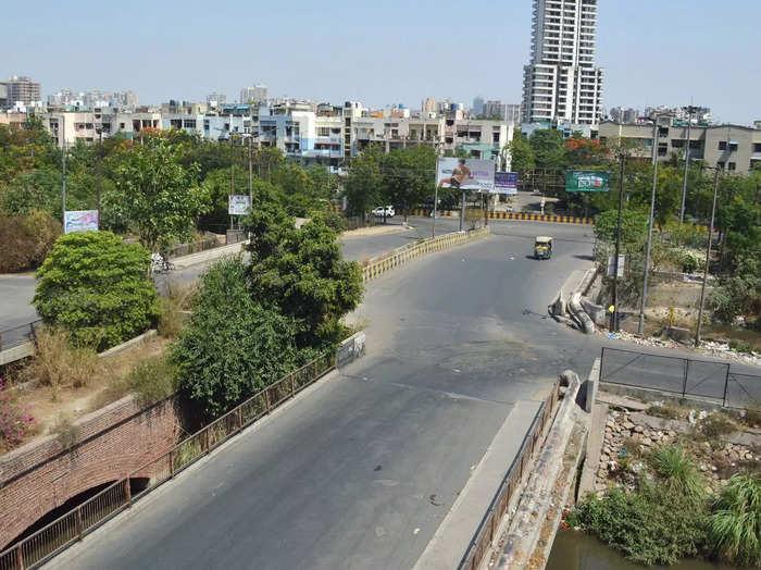गाजियाबाद में सड़कों पर पसरा सन्नाटा