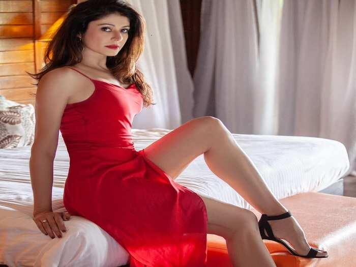 actress pooja batra told special exercises to get glowing skin and get relief from joint pain in marathi