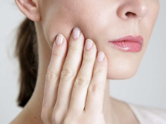 3 symptoms found on the hands skin and eyes high cholesterol