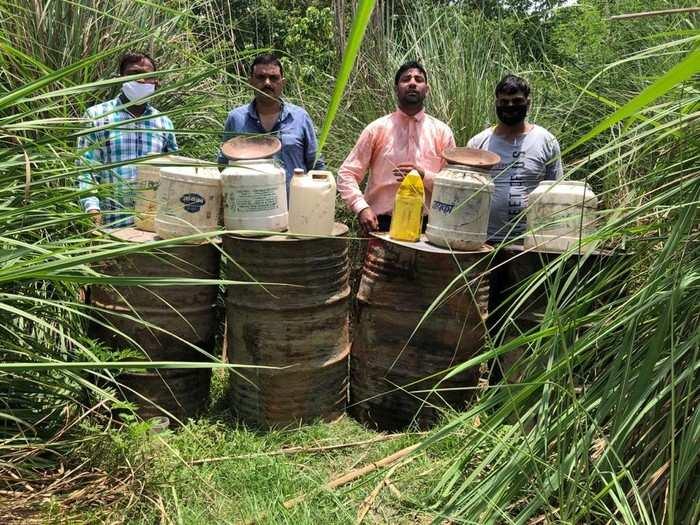 उत्तराखंड में लॉकडाउन में तेजी से बढ़ी शराब तस्करी, हरिद्वार जिले में कई हजार किग्रा लहन पकड़ा गया, 1 तस्कर भी गिरफ्तार
