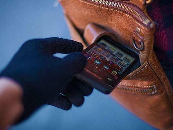 मुंबई लोकल ठरली मोबाइल चोरांचे हॉटस्पॉट