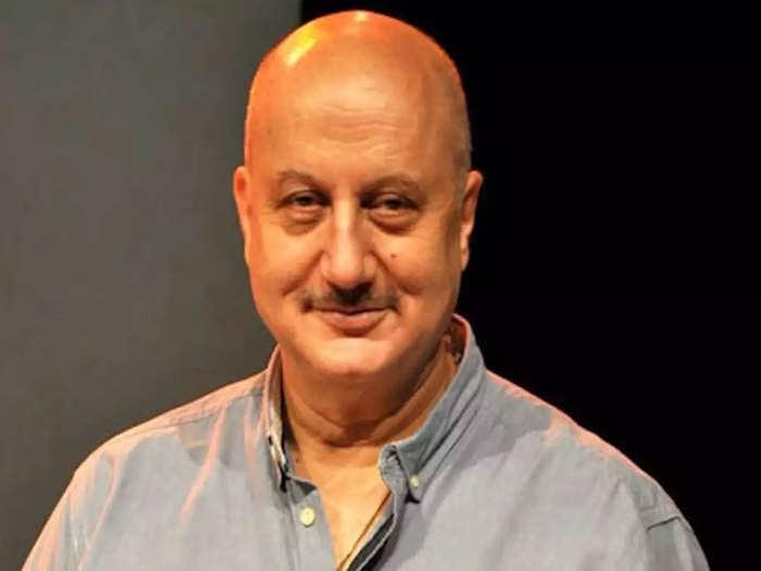 anupam kher completes 40 years in mumbai: Anupam kher visits first rent  house in mumbai: अनुपम खेर ने बताया कि वह इंडस्ट्री में अपनी किस्मत आजमाने  के लिए मुंबई कैसे आए। -