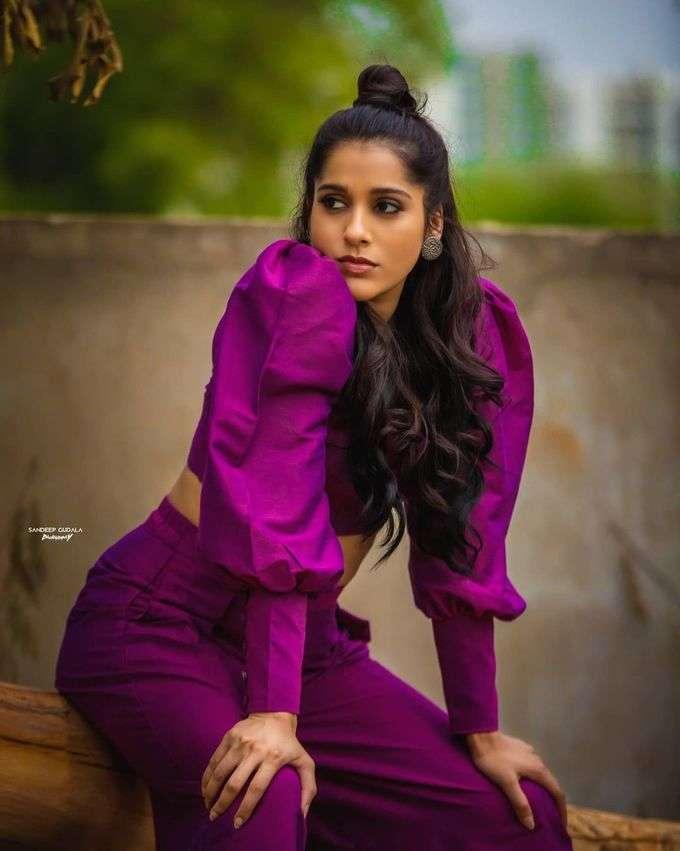 நடிகை ராஷ்மி கெளதம் வித்தியாசமான உடையில் போட்டோஷூட்