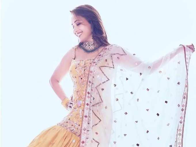 madhuri dixit nene glamorous dress collection: माधुरी दीक्षितने ओढणी वाऱ्यावर उडवत दिली मादक पोझ, चाहते म्हणाले 'सौंदर्याची देवी' - madhuri dixit glamorous and beautiful look in yellow chanderi kurta and gharara set by tamanna punjabi kapoor collection in marathi