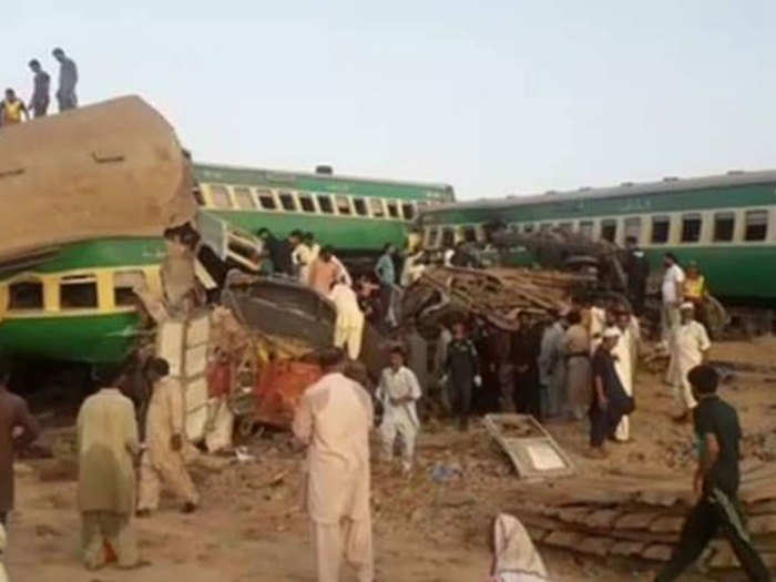 train-accident-Pakistan