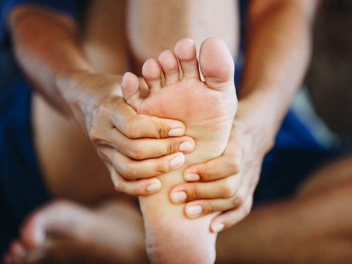 6 home remedies to treat burning feet
