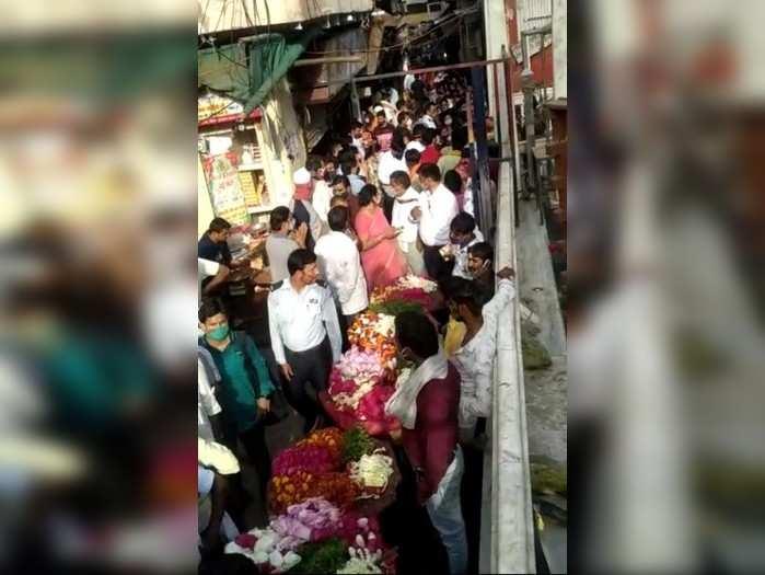 Banke Bihari News: कोरोना पर भारी दिखी आस्था, अनलॉक होते ही बांके बिहारी के दर्शन को बड़ी संख्या में पहुंचे लोग