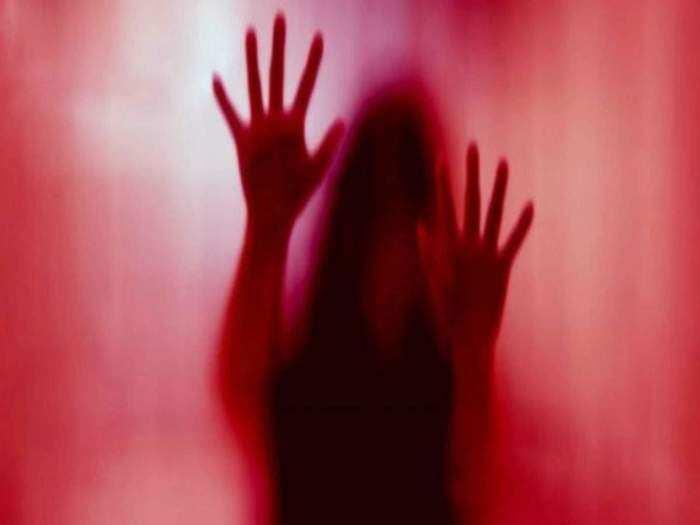 जयपुर : अस्पताल में नाइट ड्यूटी के दौरान लुटी आबरू , इंचार्ज ने डॉक्टर के चैंबर में किया रेप