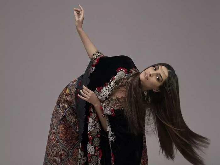 bollywood actress sonam kapoor brutally trolled for wearing revealing shrug top by designer anamika khanna in marathi
