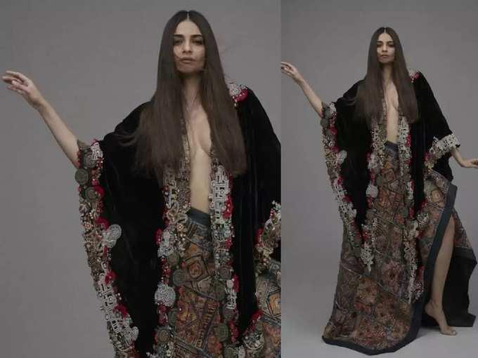 सोनम कपूरने बोल्ड कपड्यांमधील फोटो केले शेअर, ड्रेस पाहून नेटकरी म्हणाले 'माझी बेडशीटही अशीच आहे'