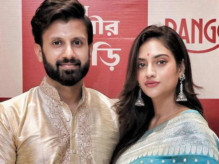 nusrat jahan nikhil jain took jewellery money: Nusrat Jahan Allegations On  Husband Nikhil Jain - Navbharat Times