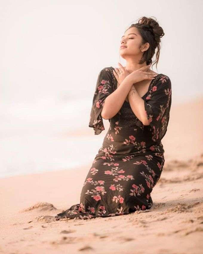 ப்ரீத்தி ஷர்மாவின் அழகிய பீச் போட்டோஷூட்