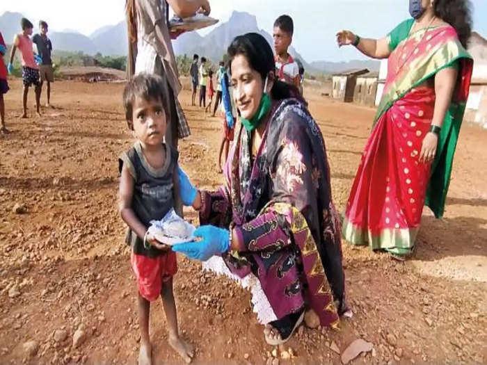 mumbai women cop rehana sheikh adopted 50 kids helped 54 medical patients