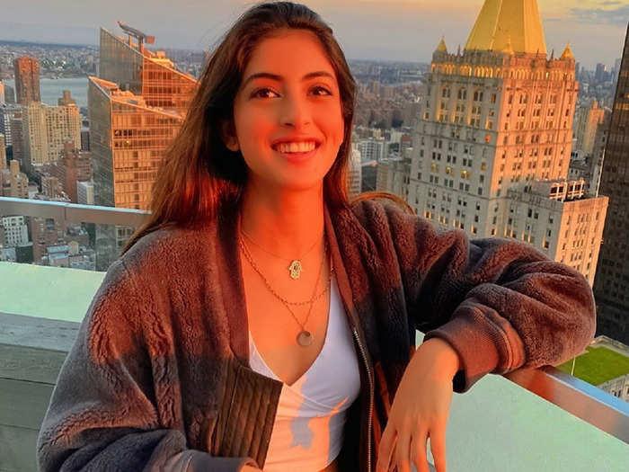 navya naveli nanda once again wins heart with her elegant stylish look