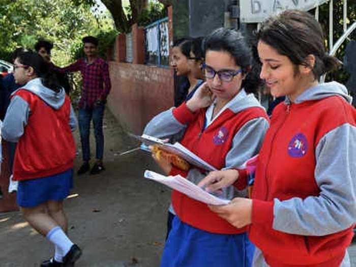 दिल्ली सरकारकडून ९वी आणि ११ वीची परीक्षा रद्द, निकालाची दिली माहिती