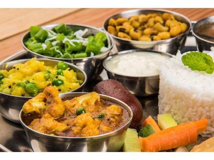 निर्बंध सैल झाल्यानंतर मुंबईकरांची शाकाहारीला मागणी, मांसाहारी पदार्थाला नकार