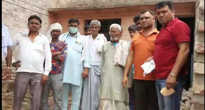 Mathura News: Health system in Mathura is in disarray, straw and dung filled in government hospital