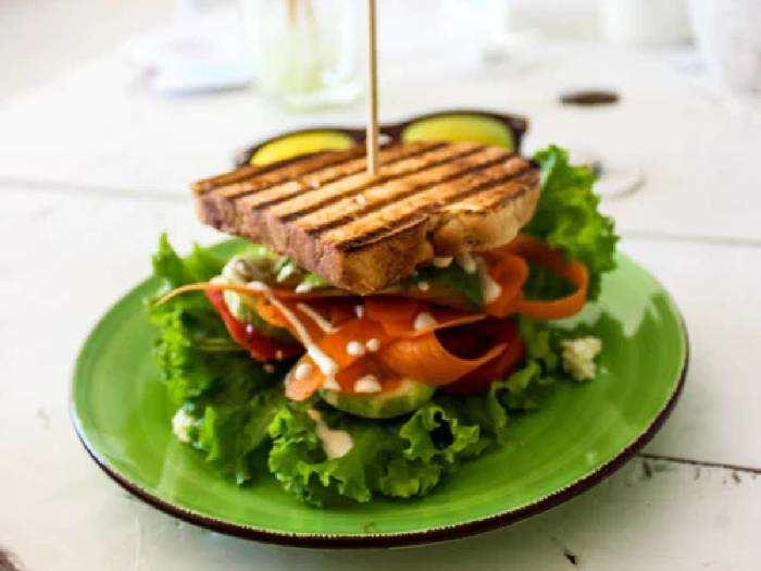 Sandwich Maker On Amazon : 42% तक का डिस्काउंट पर खरीदें ये Sandwich Maker, घर पर बनाएं अपने फेवरेट चीज सैंडविच