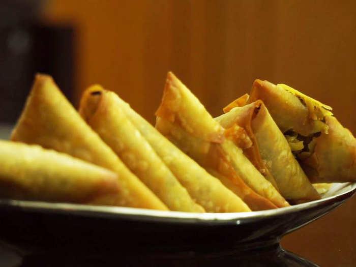 Non veg Recipe: बड़े ही टेस्टी हैं मटन कीमे के ये समोसे, चाय के साथ करें सर्व
