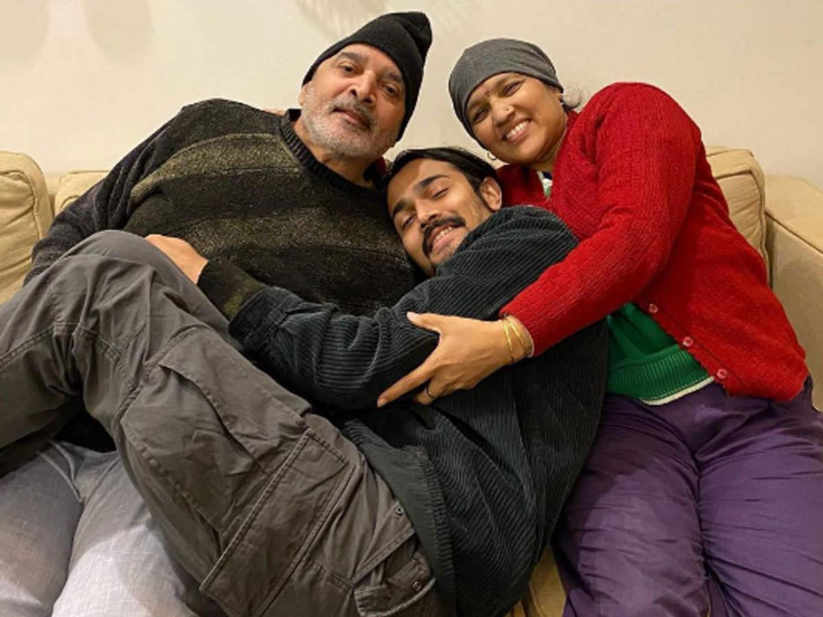bhuvan bam parents death due to coronavirus: भुवन बाम के माता-पिता का कोरोना से निधन, यूट्यूबर ने कहा- सब कुछ बिखर गया - bhuvan bam parents passed away due to coronavirus |