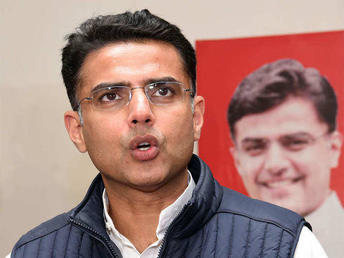 Ashok Gehlot Vs Sachin Pilot : सियासी घमासान के बीच कांग्रेस का नया दांव, महासचिव पद ने बढ़ाया पॉलिटिकल ट्विस्ट