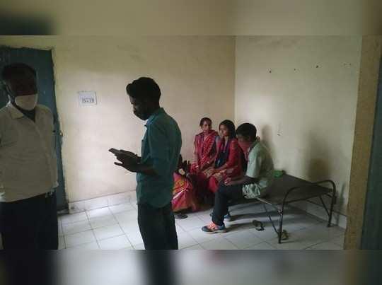 Jharkhand News: धनबाद में टीचर और स्टूडेंट का प्यार... मंदिर में रचाई शादी, फिर सीधे थाने पहुंचा नवविवाहित जोड़ा