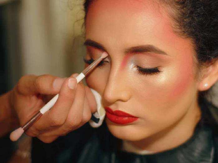 Makeup Kit For Women : 84% तक के डिस्काउंट पर खरीदें ये लेटेस्ट Makeup Kit, खुद को बनाएं और भी खूबसूरत