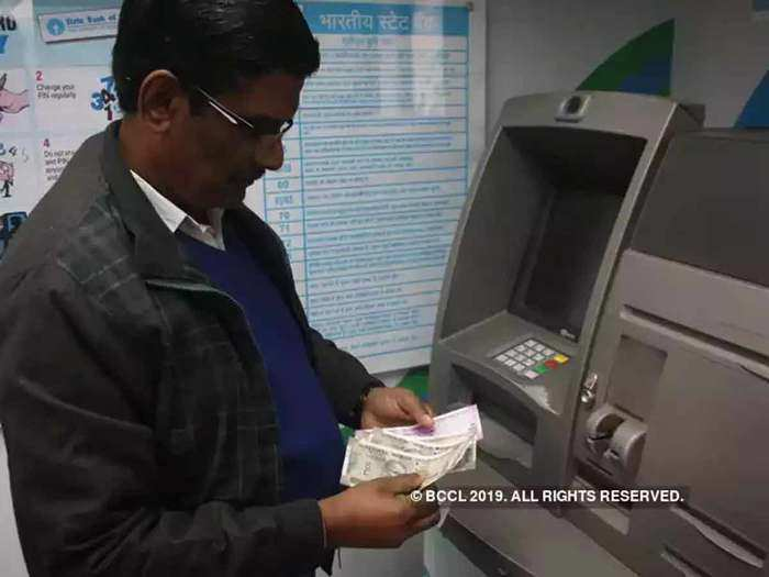 3 banks offering free atm transactions across india even after rbi increased transaction charge on cash withdrawal after free limit