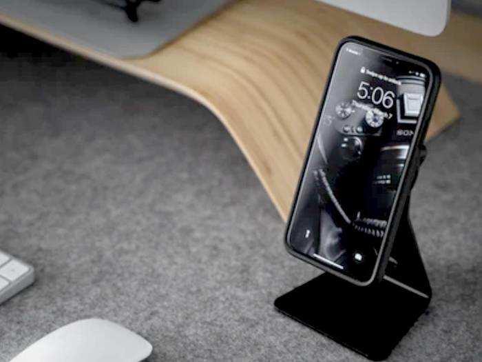 Latest Stand For Smartphone : इन Smartphone Stand से रखें अपने स्मार्टफोन को सुरक्षित