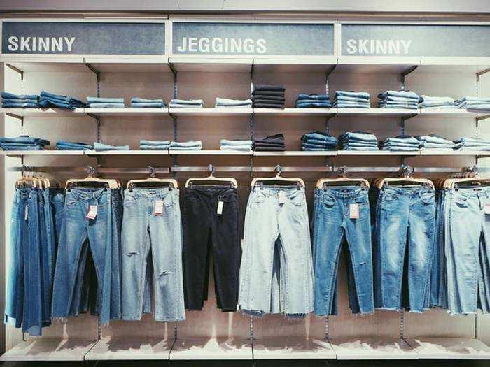 Mens Jeans Under 1,000 : 1,000 रुपए से भी कम कीमत में खरीदें ब्रांडेड Mens Jeans, मिलेगा कूल लुक और कंफर्ट
