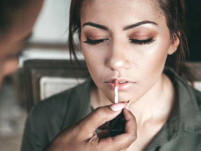 Makeup For Women : अपनी खूबसूरती को बढ़ाने के लिए जरुर ट्राय करें ये Makeup Products