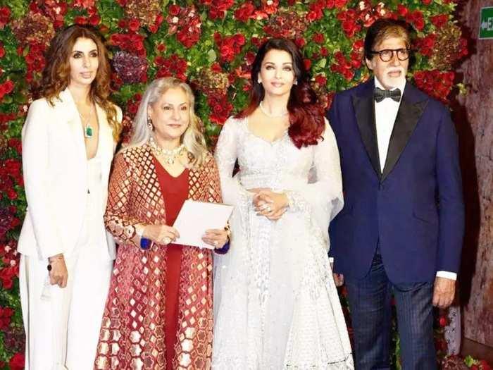 shweta bachchan nanda wore heavy embroidery saree designed by abu jani sandeep khosla for aishwarya abhishek wedding
