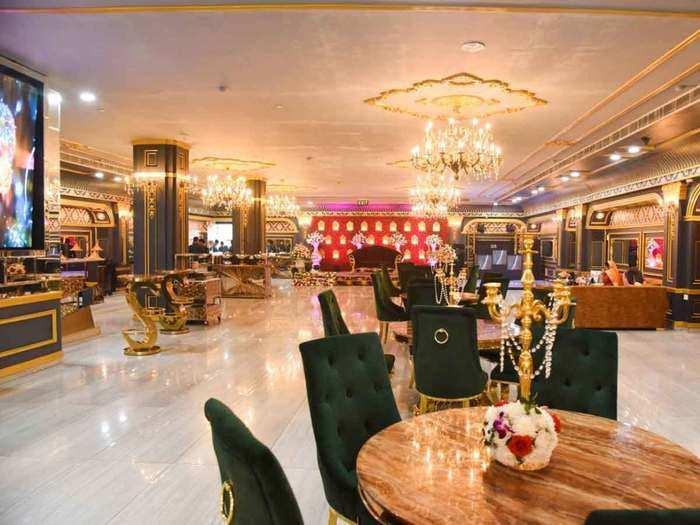 बैंक्वेट हॉल में शादी की परमिशन चाहते हैं दिल्ली के कारोबारी