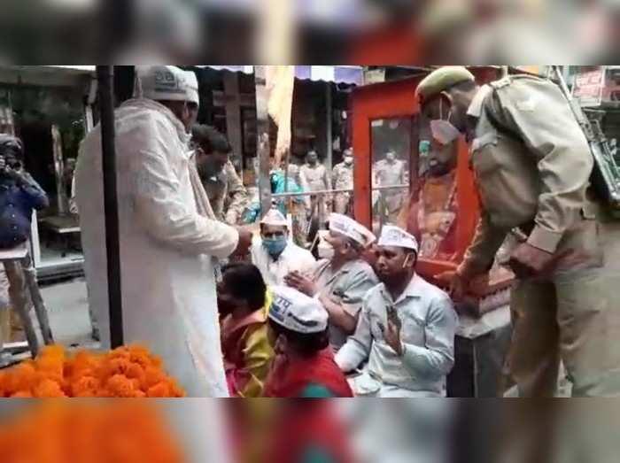AAP कार्यकर्ताओं ने लगाया राम मंदिर जमीन घोटाले का आरोप, हिरासत में लिए गए