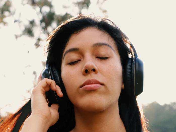 High Bass Bluetooth Headphone : लेटेस्ट और स्मार्ट टेक्नोलॉजी वाले हैं ये Bluetooth Headphones