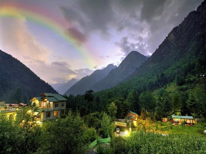 hill stations near delhi within 300 kms in hindi