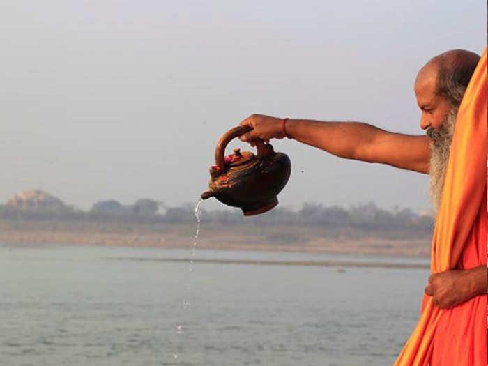 गंगा दशहऱ्याच्या दिवशी निरोगी आणि दीर्घायुष्यासाठी करा हे उपाय