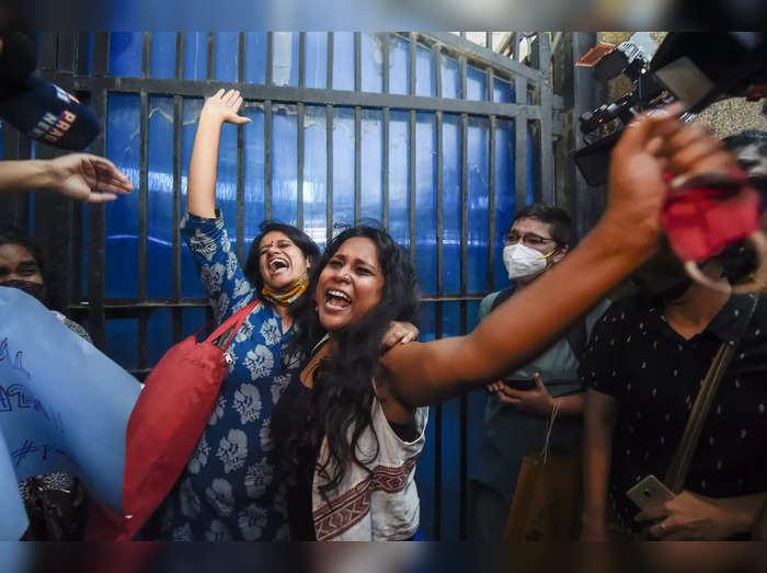 Student activists Natasha Narwal, and Devangana Kalita outside Tihar
