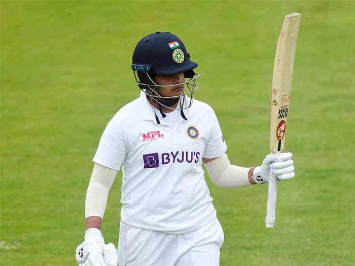 INDW vs ENGW One-off Test Day 3: शेफाली और स्मृति मंधाना की धांसू फिफ्टी के बावजूद भारतीय महिला टीम 231 रन पर सिमटी, इंग्लैंड ने दिया फॉलो-ऑन