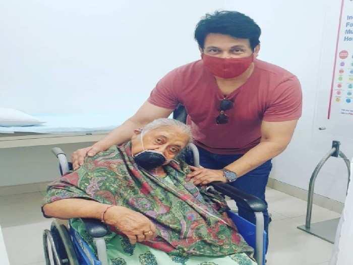 अभिनेता शेखर सुमनच्या आईचे निधन; सोशल मीडियावर शेअर केली भावुक पोस्ट