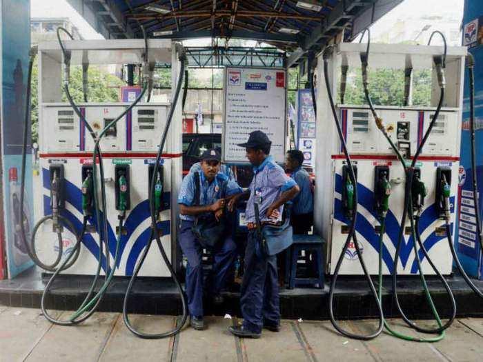 पेट्रोल डीजल के दाम में आज नहीं हुआ बदलाव (File Photo)