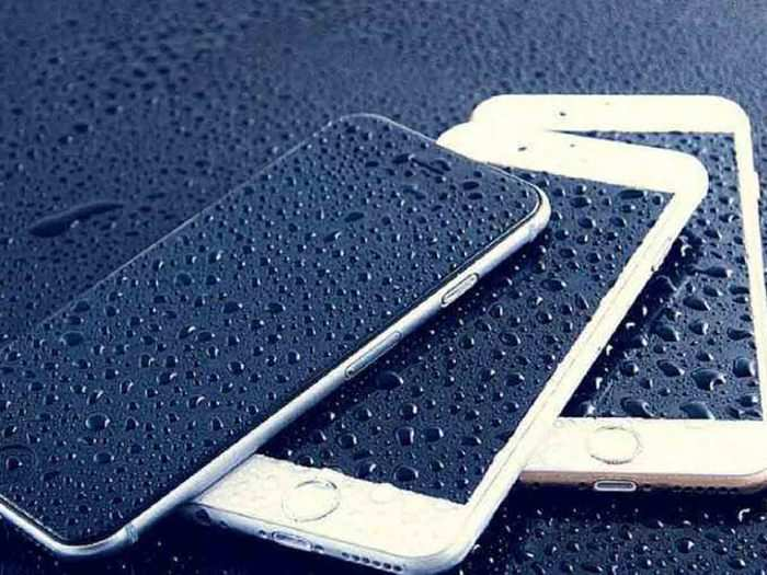 5 tips to protect mobile phones from water during monsoon