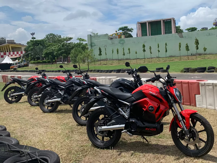 revolt motors electric bike rv 400 bookings closed in just 2 hours due to electrifying response