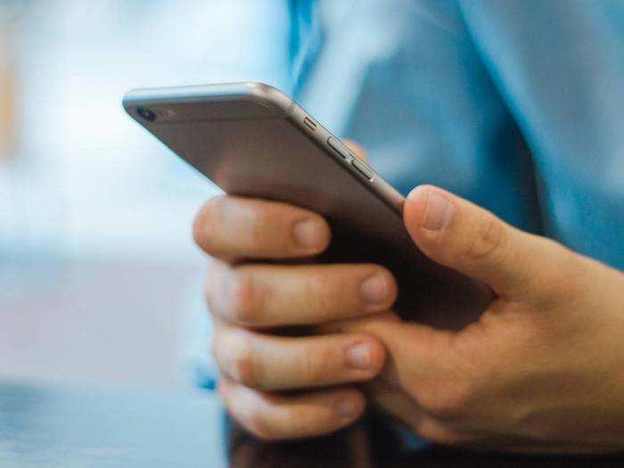 Mid Range Branded Smartphones : सबसे सस्ते हैं ये ब्रांडेड और लेटेस्ट फीचर्स वाले Smartphones