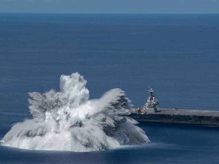 Video: अमेरिकी नौसेना ने फोड़ा 18 हजार किलो का महाबम, समुद्र में आया भीषण भूकंप