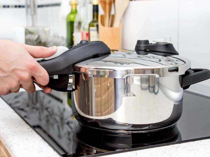 Pressure Cooker : खरीदें ये इंडक्शन और गैस स्टोव कंपैटिबल प्रेशर कुकर, गैस की भी होगी बचत