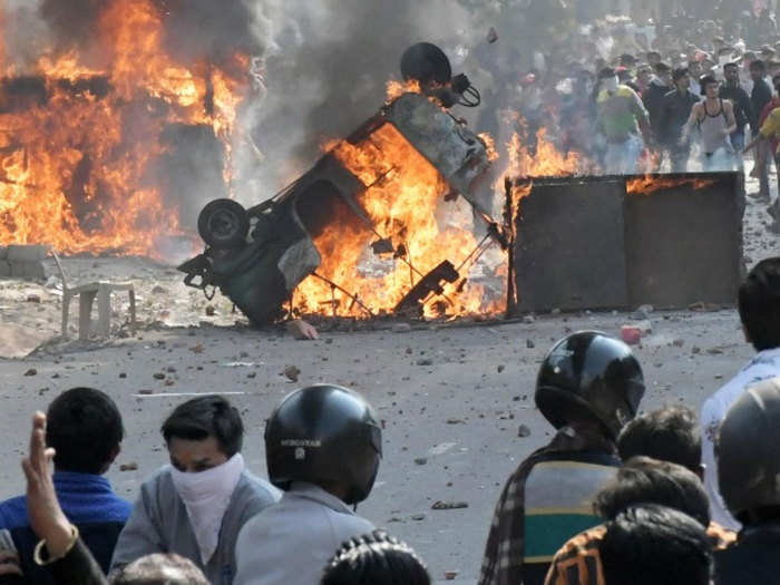 delhi police acp demoted: acp demoted in a case related to delhi riots, दिल्ली दंगा मामले में एसीपी को डिमोट कर बनाया गया इंस्पेक्टर - Navbharat  Times