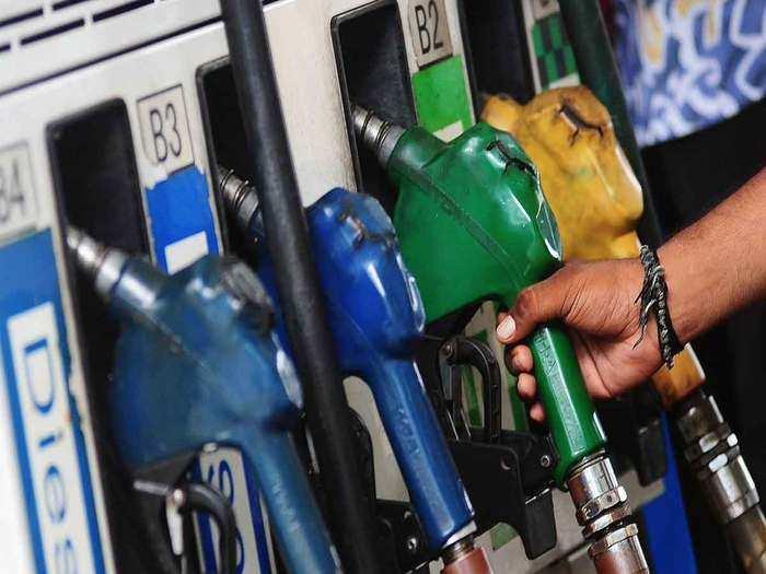 आज फिर सरपट भागे दोनों पेट्रोलियम ईंधन (File Photo)