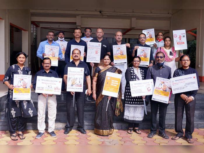 कोल्हापुरात डॉक्टरांवरील सततच्या हल्ल्याचा निषेध, पाळला राष्ट्रीय निषेध दिन